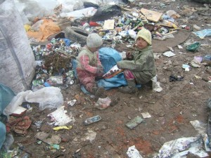 12.-Children-eating-chocolate-they-found-in-the-dump